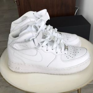 Nike Airforce 1s high top